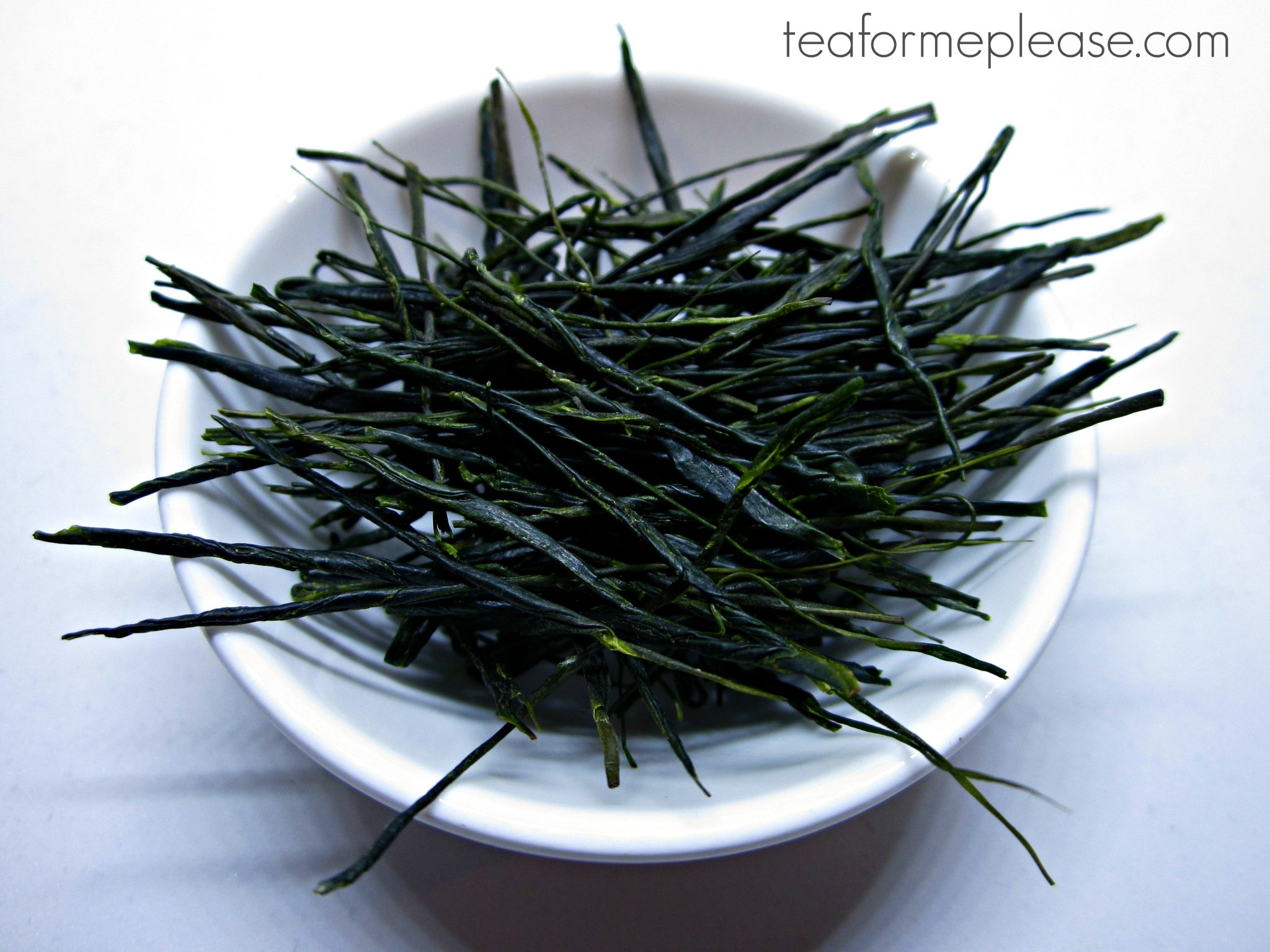 Temomi green tea leaves